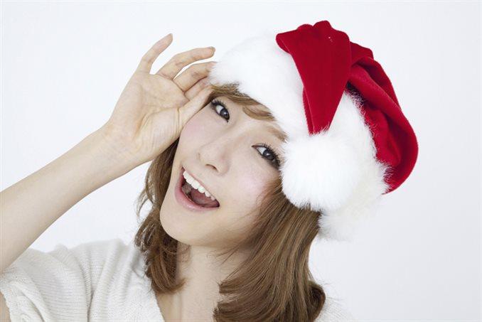 クリスマスの帽子と女性